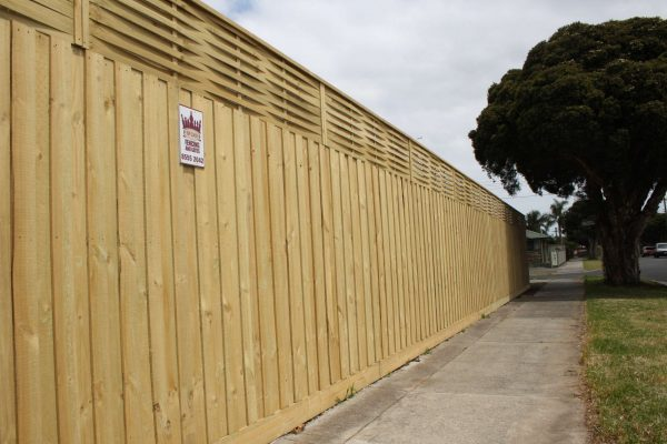 1950mm Treated Pine paling fence with 500mm Woven Lattice and Capping