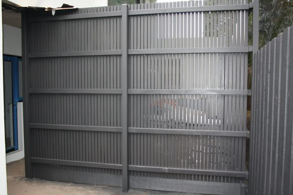 Feature Batten fence 2.55m high with 5 rails and Plinth - Rear view