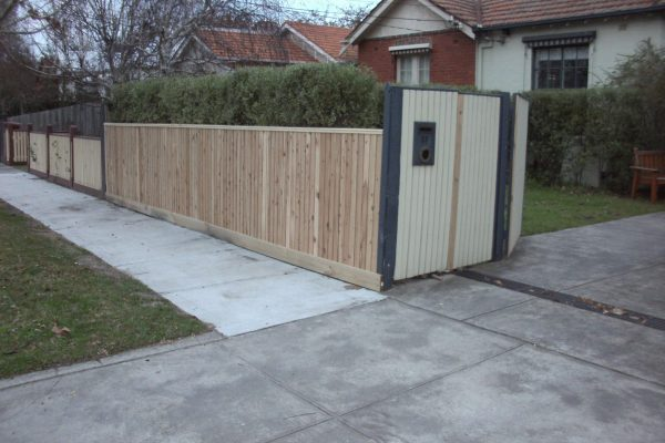 Cypress-Picket-Fence-with-Handrail-Capping