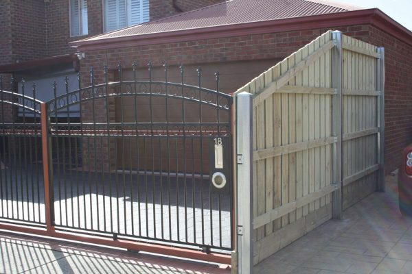 Galvanized Steel posts in Treated Pine Paling fence - Front post view