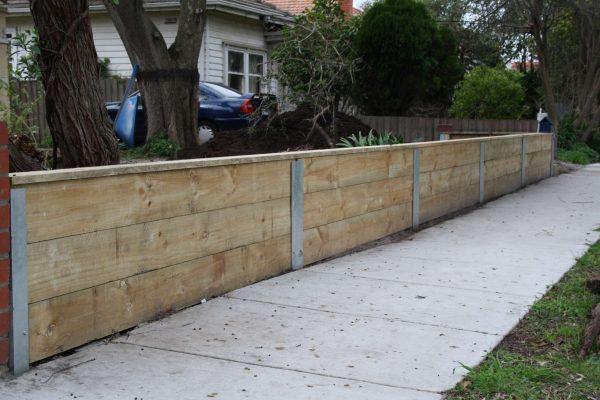 Retaining wall 600mm high using Galvanized steel uprights
