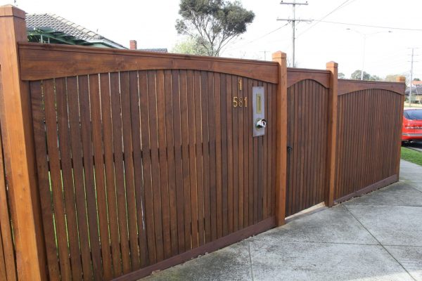 Feature Merbau fence with Arch boards and capping