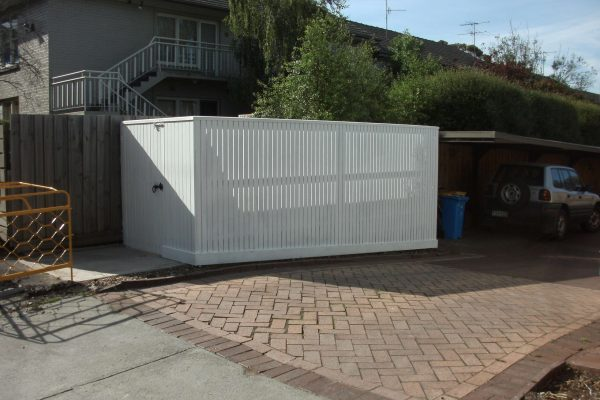 top-class-fencing-Picket-Fence-with-Capping-and-Single-Gate.4e581393