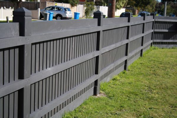top-class-fencing-Picket-Fence-with-Exposed-Posts-and-Header-Board-Rear-View